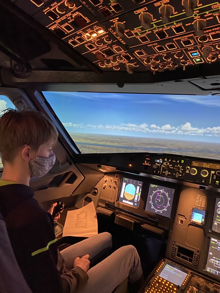 Reinschnuppern in das Programm der Flight Kids Academy